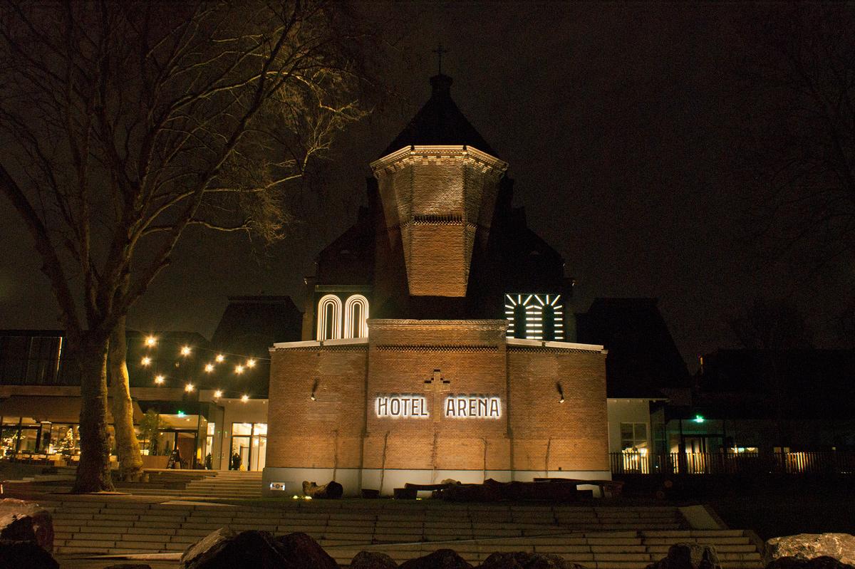 Lichtobjecten op de kapel van het Arenahotel Amsterdam